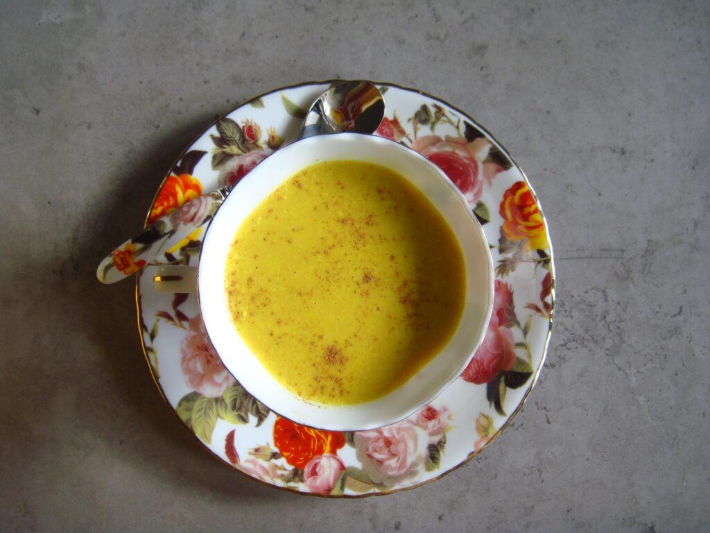Złote mleko z kurkumą
